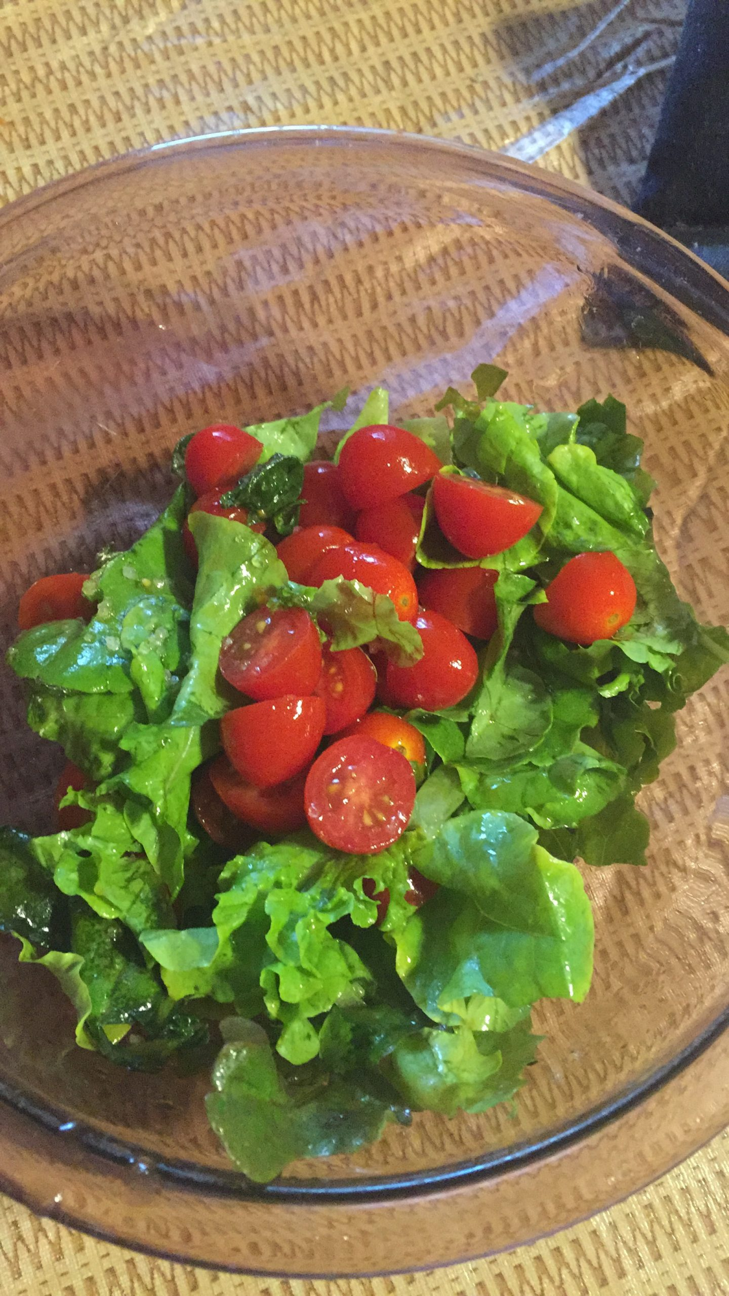 Cut garde lettuce with grape tomatoes